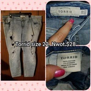 Torrid boyfriend size 22